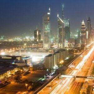 Destinatii-de-vacanta-extravagante-Dubai+at+night