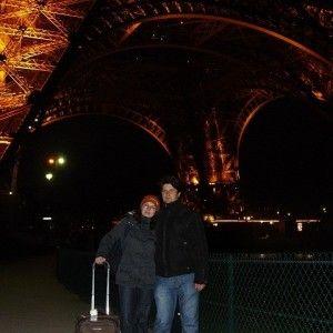 Din-Paris,-cu-dragoste-sub turnul eiffel