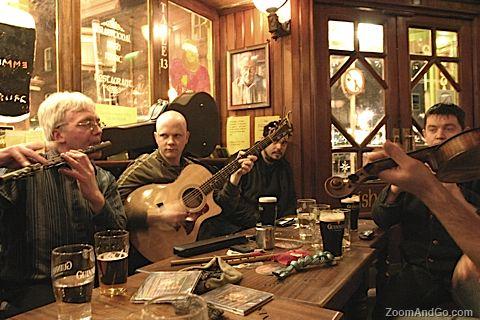 Dublin-este-orasul-in-care-nu-te-plictisesti-singur-temple bar