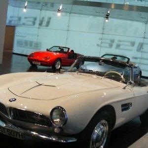 Munchen-sau-stilul-bavarez-muzeu BMW