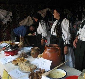 Targul-de-fete-de-pe-Muntele-Gaina-expozitie-gastronomica-pe-muntele-gaina