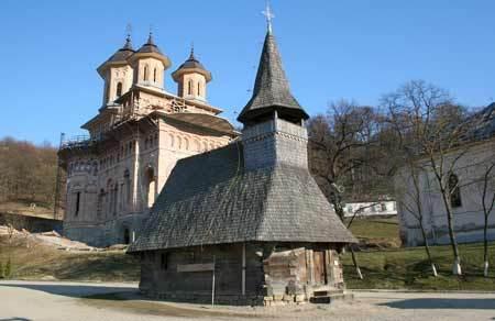Top-10-destinatii-de-vizitat-in-Transilvania-(I)-120794_manastirea-nicula-icoana-3